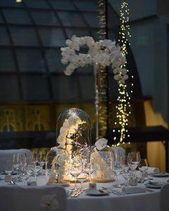 Esküvői fénydíszítés romantikus hangulatban