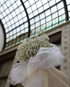 Esküvői padsordísz fehér rezgővel
