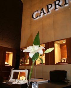 Üzletdekoráció Caprice ékszerszalon - fehér liliom