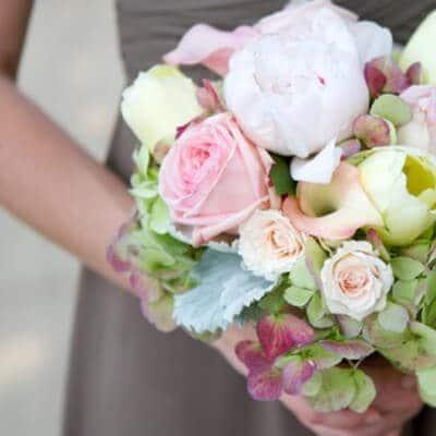 Örömanya csokor pasztell színű virágokból