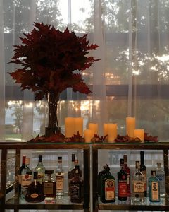 Autumn feel decoration with oak leaves and candles