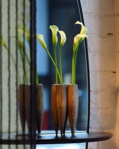 Console table - gift vase