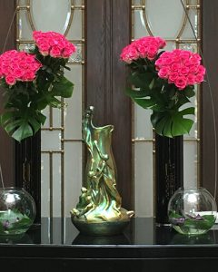 Pink rose bouquets in hotel reception decoration
