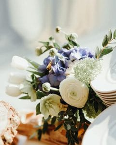 Purple-white spring feeling buffet decoration with anemone and tulip