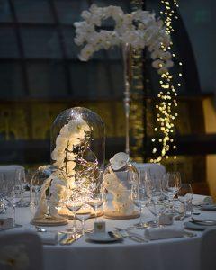 Esküvői asztaldísz üvegbúrában