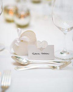 Bájos esküvői ültetőkártya esküvői vendégeknek