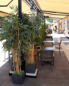 Sushi bár utcai dekoráció mű bambuszokkal