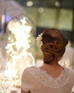 Elegáns menyasszonyi hajdísz esküvőre