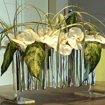 Tárgyalóasztal díszítés kémcsöves vázában