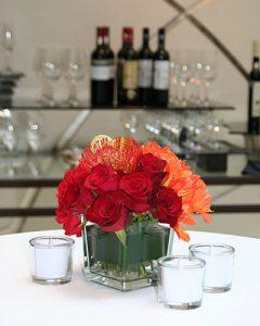 Koktéldísz narancs tónusú virágokkal
