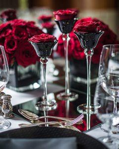 Koktélkehely vörös rózsával