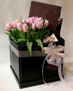 Bőr ajándékdoboz virággal