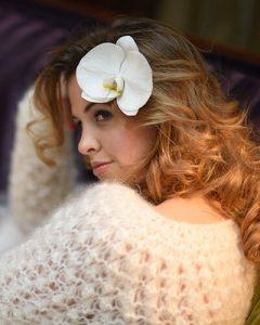 Menyasszonyi hajdísz orchideával