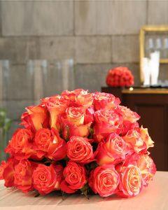 Narancssárga kompozíció rózsákból