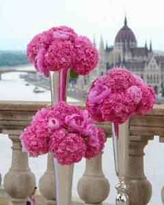 Pink hortenzia fejek ezüst serlegben