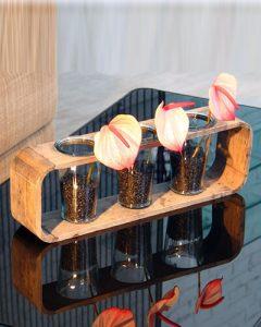 Irodai tárgyaló asztaldekoráció pink flamingó virággal