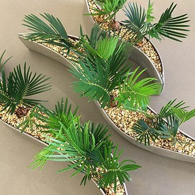 Kis cserepes beültetésekből készült design növénydekoráció